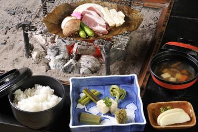 いのしし肉の朴葉味噌膳