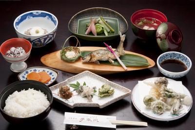 鮎付山菜膳