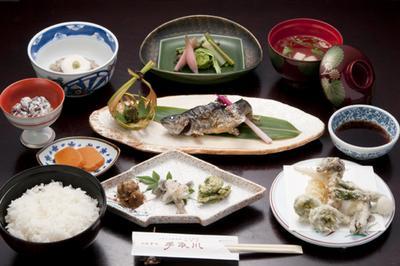 岩魚付山菜膳